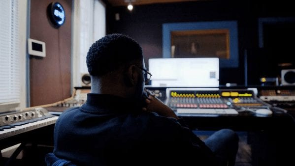 """Damso toujours """"fucus"""" au studio..."""