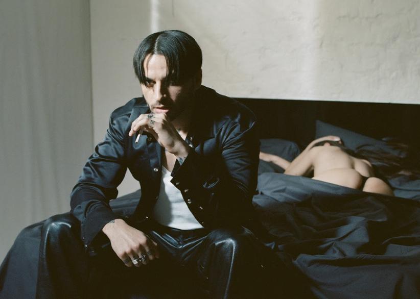 """Après avoir sorti """"Satin"""" et le morceau éponyme du projet, USKY nous dévoile enfin Sextasy, son dix-titres bien agencé et mené à bout."""